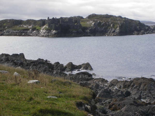 Inishbofin,_Galway,_Ireland._Old_castle
