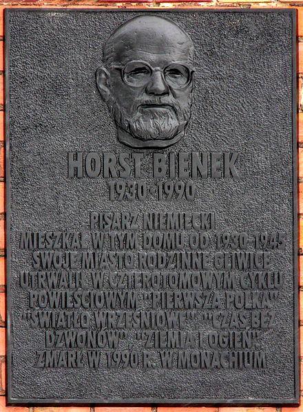 440px-Horst_bienek_tafel_polnisch